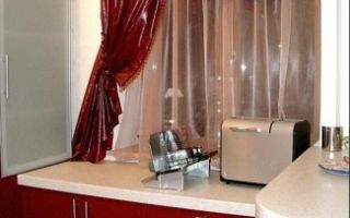 Бордовые обои: в интерьере фото, с золотом для кухни, цвета в спальне, какие шторы подойдут