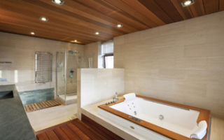 Какие потолки лучше сделать в ванной: из чего сделать в комнате, ремонт своими руками, чем покрыть и чем обшить, что сначала, чем обклеить