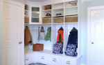 Вешалки в прихожей: для одежды с тумбой, фото углового и шкафа-купе в коридоре, поворотная с зеркалом открытая