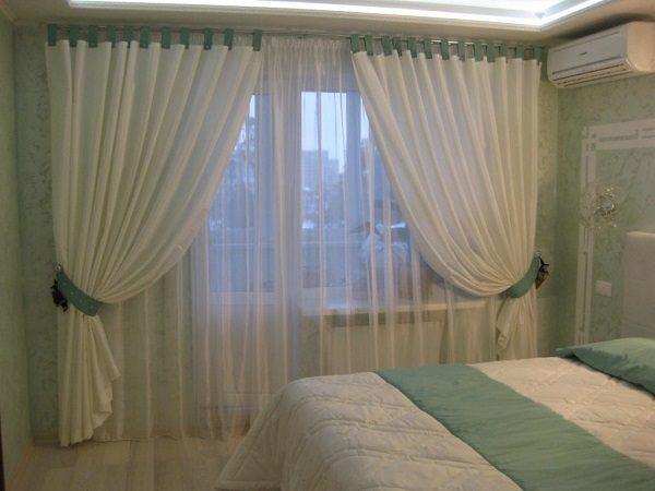 Шторы на балкон идеи и фото: окно с балконной дверью, кухня и зал, спальня и гостиная, тюль в комнату и жалюзи
