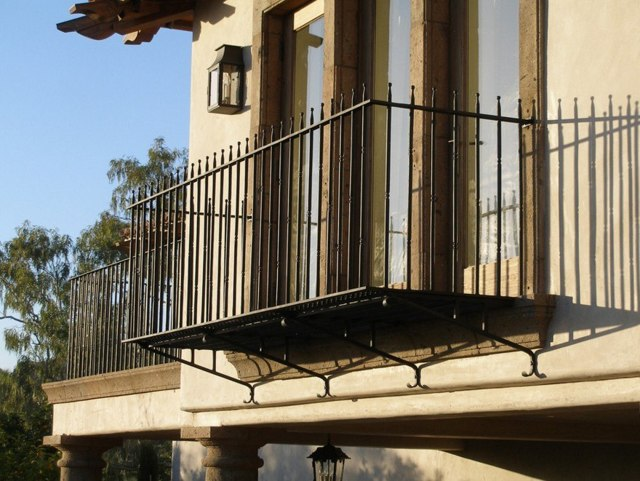 Кованые балконы: фото ограждения, перила и ковка в частных домах, балконные решетки и художественные изделия