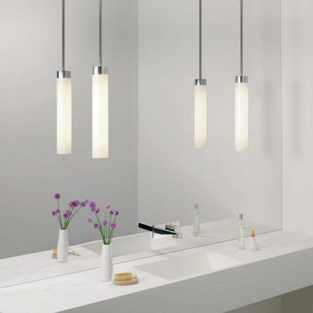 Светильники в ванную комнату на потолок фото: встраеваемая подсветка, как поменять лампочку, как расположить точечные и светодиодные