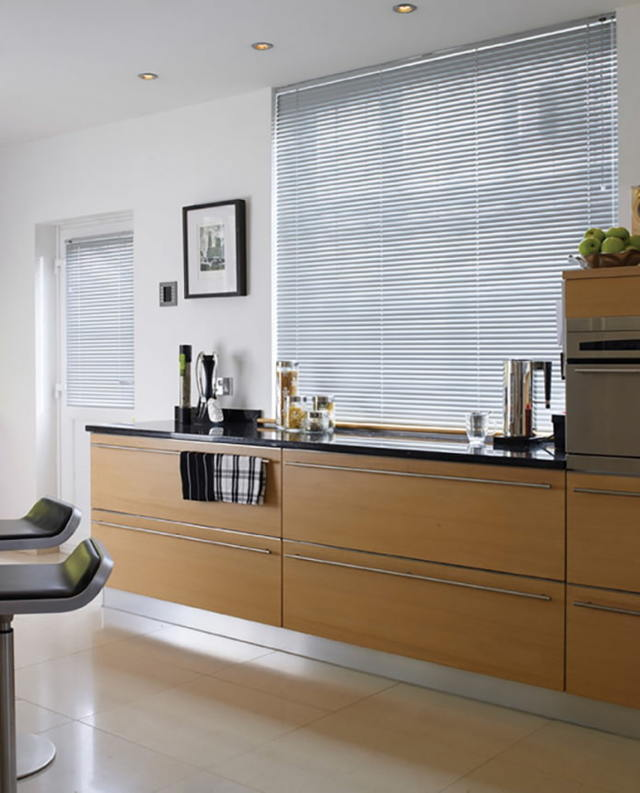Жалюзи на кухню: фото и картинки, современные окна, стильные вертикальные вместо штор, какие решения лучше