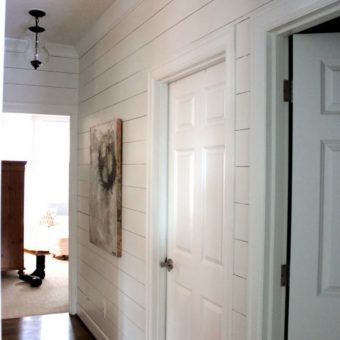 Настенные светильники в коридор: бра для прихожей, фото