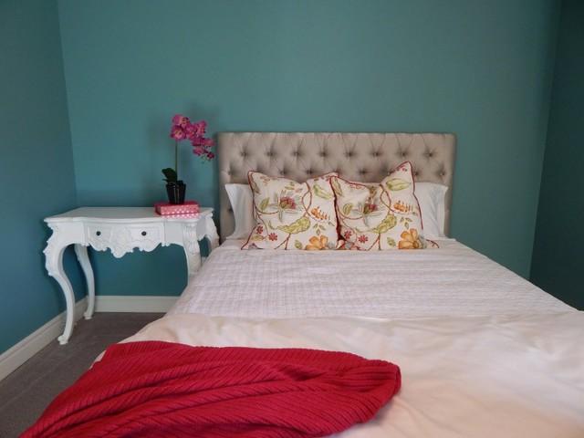 Дизайн гостиной-спальни: интерьера фото, комната в хрущевке, две маленьких, 12кв. м и идеи, место для стен