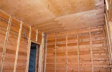 Отделка потолка в деревянном доме: фото материалов, варианты своими руками, фанерой и ламинатом, стены чем можно, виды чем лучше
