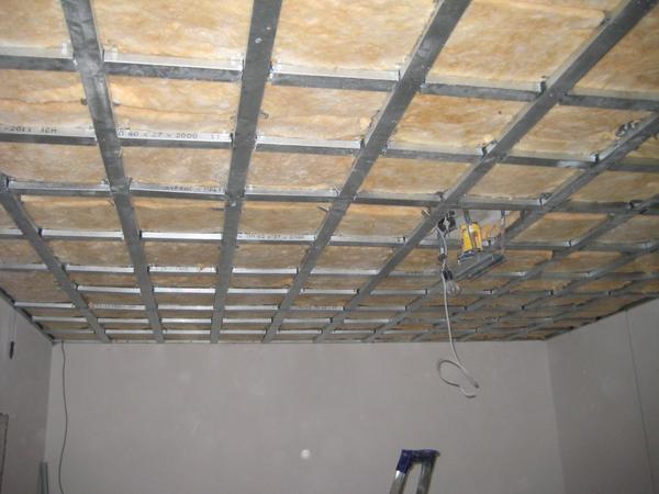 Оцинкованные подвесные потолки: металлический профиль для потолка из стали, устройство по каркасу