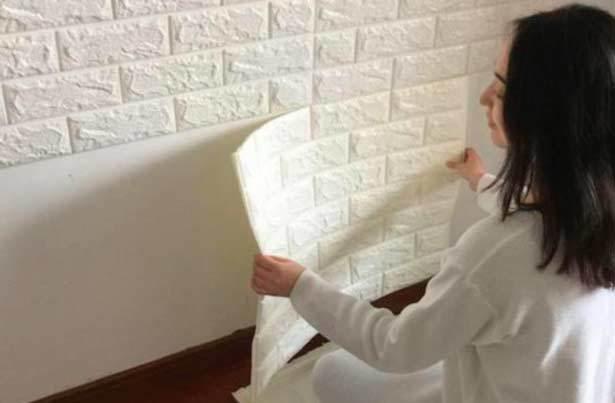 Самоклеящиеся обои: клеимые для стен и мебели, пленка для кухни, можно ли клеить на обои, фото, как клеить под кирпич