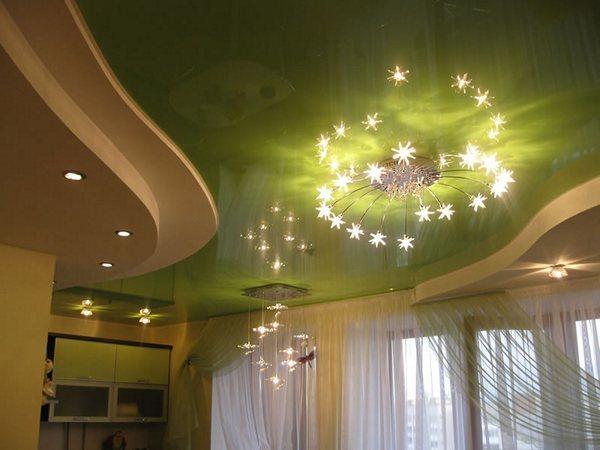 Натяжные потолки в гостиной: фото дизайна спальни, двухуровневый в интерьере, варианты красивых для комнаты, 18 кв. м., глянцевый с фотопечатью