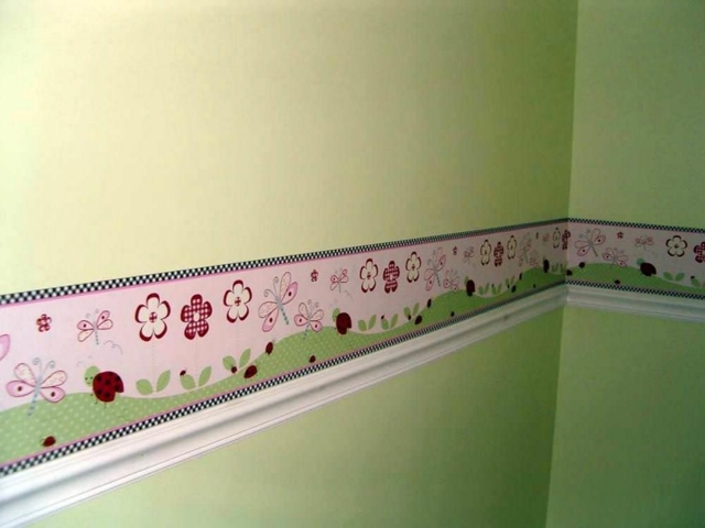 Бордюр для обоев: самоклеящиеся, декоративные для стен, бумажные своими руками, фото в интерьере, детский