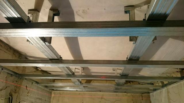 Как сделать каркас для гипсокартона: размер деревянного и монтаж, правильное крепление к стене