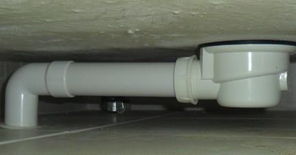 Слив для душевой кабины: перелив в низкий поддон, устройство сифона, снять гидрозатвор, поменять и разобрать сливной