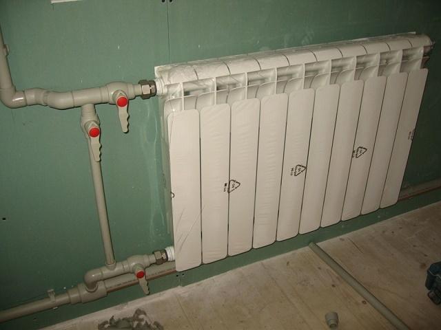 Как спустить воздух из радиатора отопления видео: кран Маевского для батареи, выгнать воздушную пробку из системы