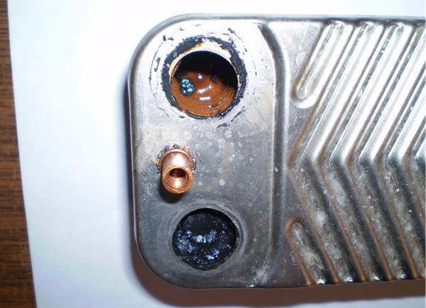 Чистка теплообменника двухконтурного котла своими руками: почистить газовый котел от сажи, горелку от накипи