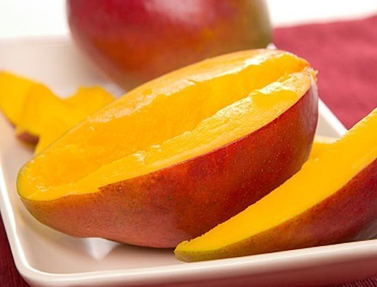 Как резать манго, чтобы почистить его от косточки и кожуры и как правильно порезать после чистки