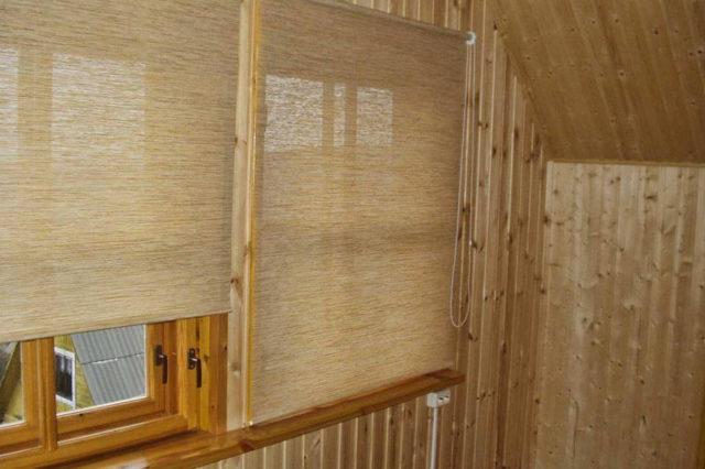 Шторы на балкон: рулонные на лоджию, рольшторы и жалюзи на окна, фото, пластиковые с принтом от солнца