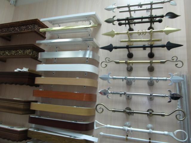 Потолочный карниз: фото скрытого багета в интерьере, плинтус для потолка, виды для штор, широкая ширина