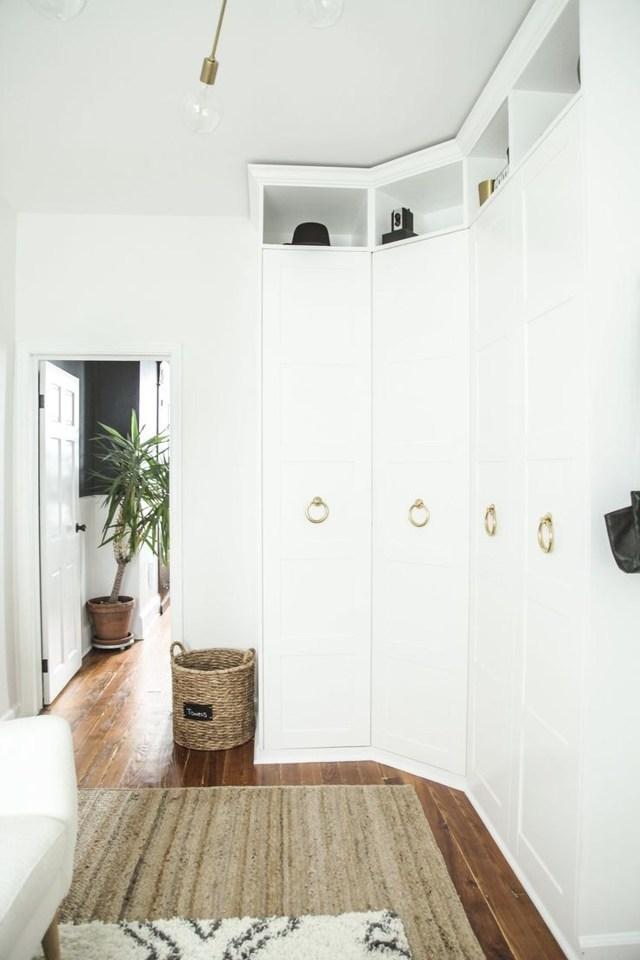 Встраиваемые шкафы купе в прихожую фото: в коридор и в маленькую, фото внутри, дизайн, наполнение своими руками, сделать зеркальные