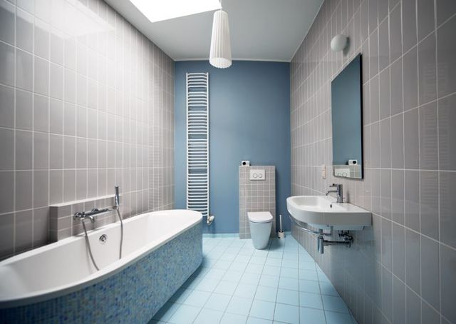 Гостиная в серых тонах: интерьер в цвете, сочетания и фото, дизайн зала с яркими акцентами, стиль светлых стен