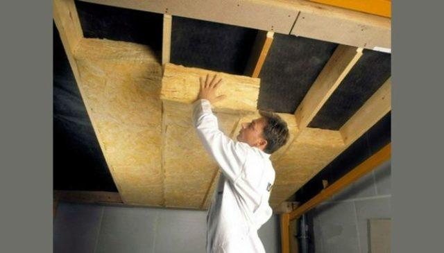 Деревянный потолок: пароизоляция перекрытия, каркас и рейки для квартиры, фото укладки и обшивки в доме, формы, как сделать демонтаж и декор в частном