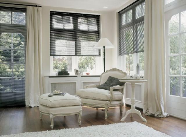 Белые шторы: фото в интерьере, светлые в гостиной, цвет топленое молоко, портьеры и занавески для спальни