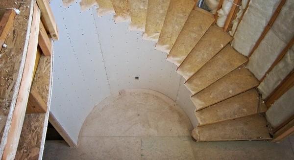 Как согнуть гипсокартон полукругом: сделать стену, для потолка, видео