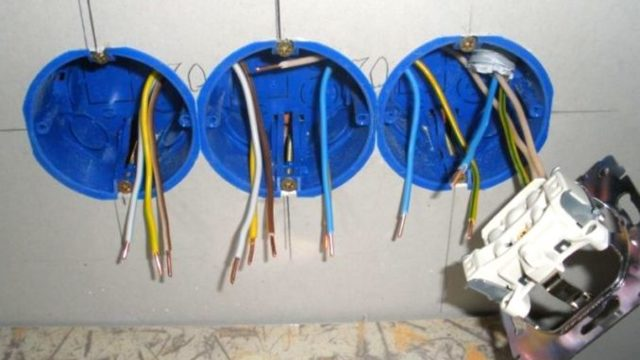 Установочная коробка для гипсокартона: для розеток и шнайдер выключатели