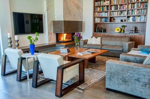 Угловые камины в интерьере гостиной фото: зал с электрическим фальш-камином
