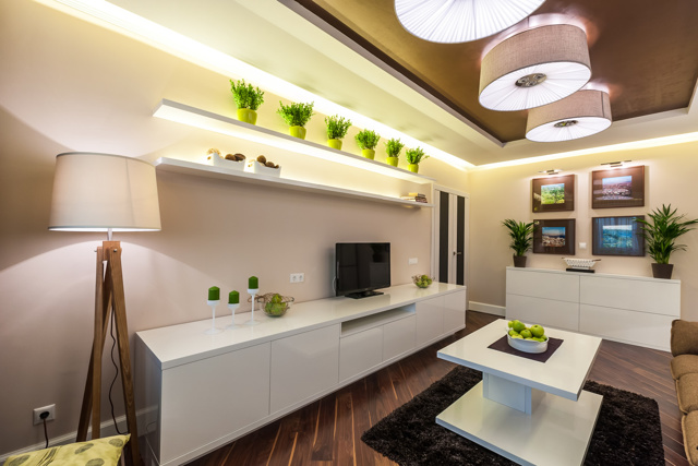 Гостиная в бежево-коричневых тонах: фото светлого зала, интерьер в черном цвете, мебель белая, сочетание зеленого