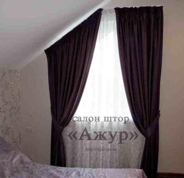 Шторы на треугольное окно: на нестандартные и скошенные, фото, жалюзи на косые, карнизы для мансардного верха