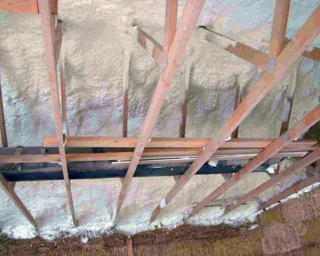 Утепление потолка в частном доме своими руками: с холодной крышей, как утеплять, чем лучше изнутри, видео