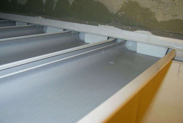 Подвесные потолки из алюминиевых панелей: реечный, фото монтажа и видео, технические характеристики