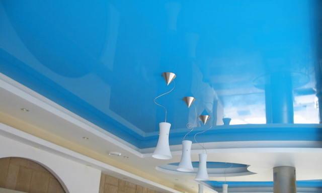 Подсветка потолка: белые светильники, освещение больших, светящийся, под цвет интерьера, светло-голубого и квадратного фото, технология полосы, способы, поворотный и светло-коричневый, дизайн детских глянцевых