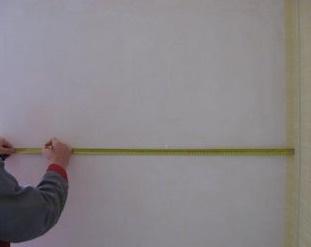 Как клеить обои в углах: правильные видео-уроки, комнатные уголки на стены, флизелиновая отделка после поклейки