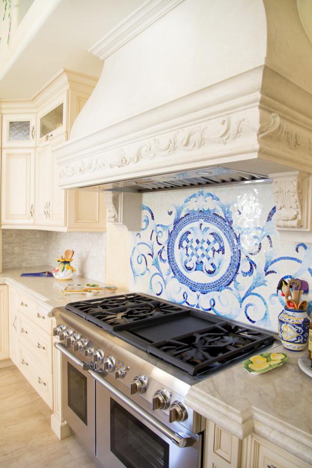 Панно из плитки: в ванной из керамогранита, фото на стены, керамическая и кафельная, для кухни на пол и фартук