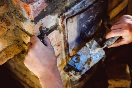 Глиняный замок для колодца: мягкая отмостка, своими руками вокруг, куда деть глину после копки, сделать правильно