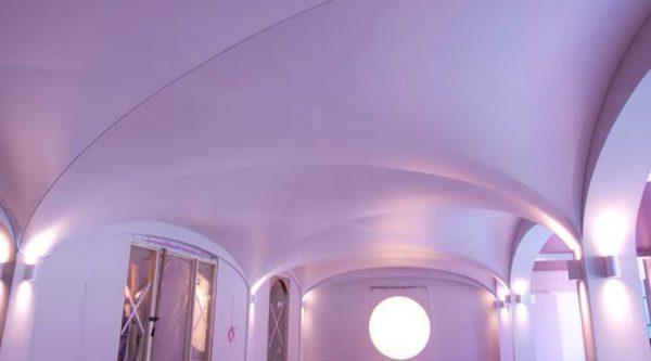 Сложная конструкция натяжного потолка: фото волны и сложность монтажа, простые решения, какая форма, фигурные платформы, прямой и необычный