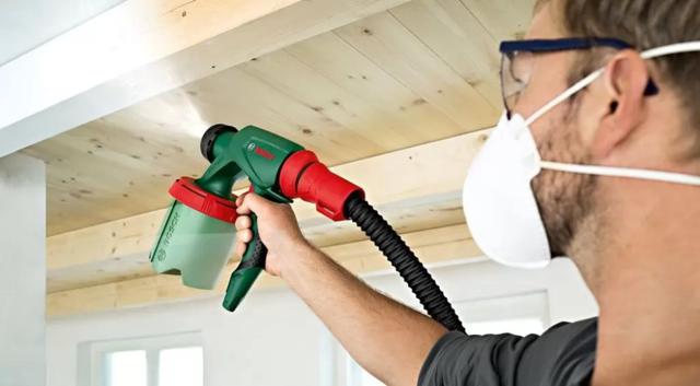Как побелить потолок водоэмульсионной краской без разводов: побелка своими руками, покрасить по побелке, видео