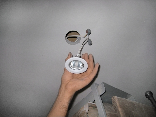 Светильники для реечных потолков: светодиодные и встраеваемые, освещение Люмсвет, точечные и люминесцентные, технологии растрового