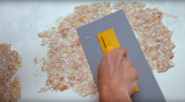 Жидкие обои как их наносить на стену: видео, нанесение своими руками, способы и технология в домашних условиях