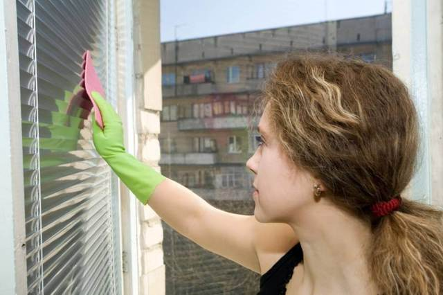Как мыть горизонтальные жалюзи: как вымыть щеткой, чистка и уход, как отмыть металлические, отзывы, вертикальные