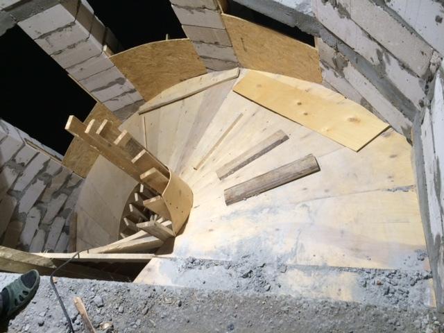 Как сделать полукруглую лестницу из бетона