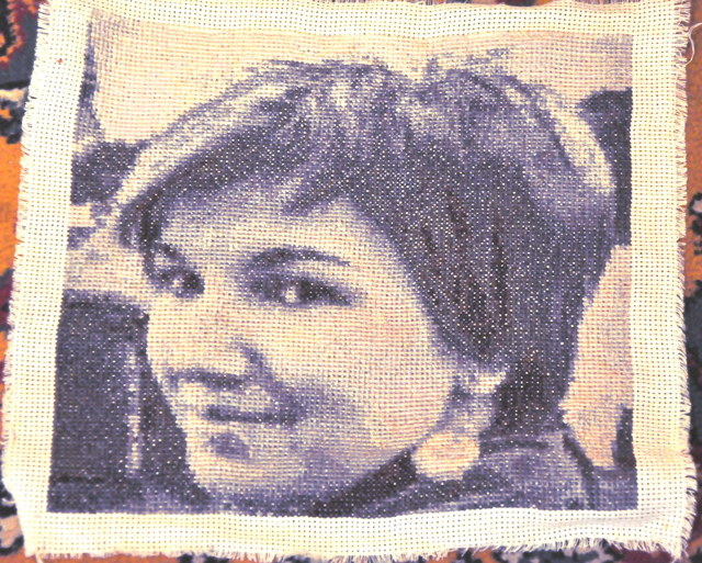 Вышивка крестом схемы людей: бесплатно скачать монохром, наборы и пары, можно ли вышивать лица, фото