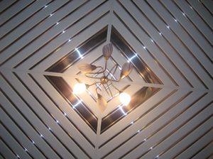 Потолок из пластиковых панелей ПВХ: фото отделки, как сделать своими руками, монтаж и размеры