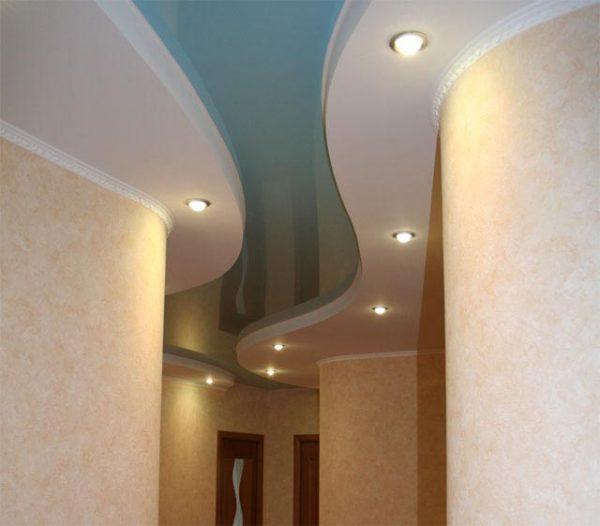 Потолок в прихожей: фото дизайна, какой лучше, идеи для интерьера, как сделать в квартире, отделка в комнате, красивые двухуровневые с точечными, маленький и глянцевый