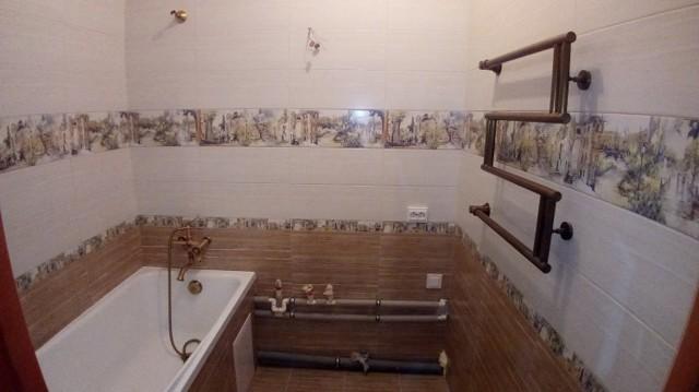 Обои для ванной комнаты: самоклеящиеся фото и отзывы, моющиеся, какие можно клеить, влагостойкая плитка