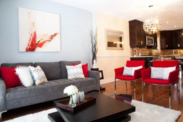 Стулья для гостиной: мягкие из Белоруссии кресла с подлокотниками, красивый белый зал в доме, мебель для кухни