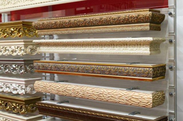 Багеты для штор: карнизы настенные, фото, декоративная планка для потолочных карнизов, багетная в интерьере