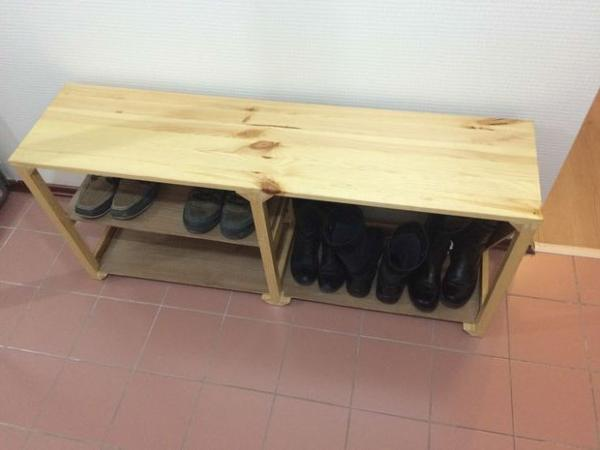Подставка под обувь в прихожую: металлическая с сиденьем, скамейка своими руками, фото
