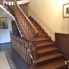 Деревянные лестницы: фото нужных конструкций, угол обычный, образцы и особенности, массив ясеня, комбинирование